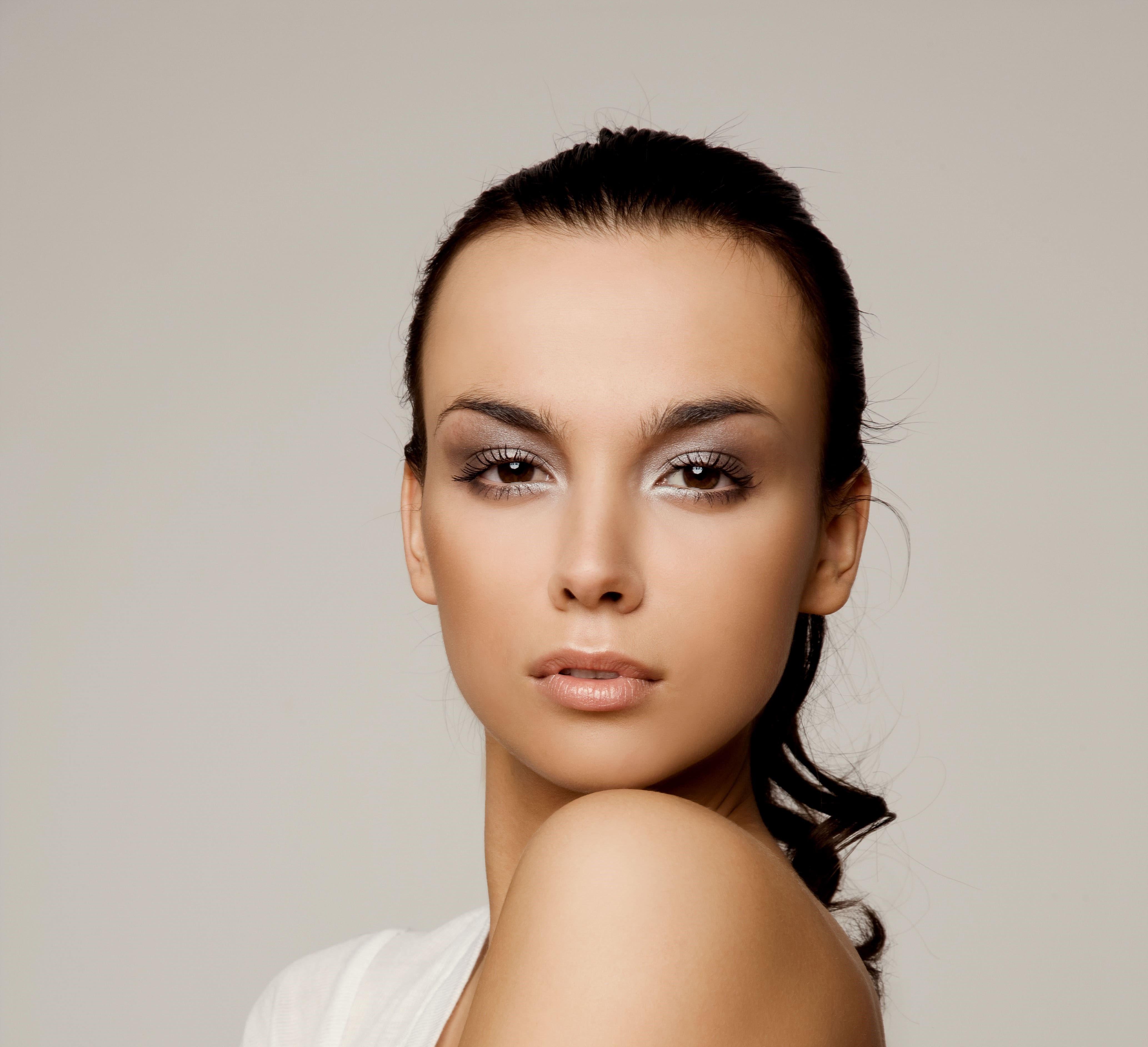 Tendance maquillage : quelles couleurs adopter cet hiver ?