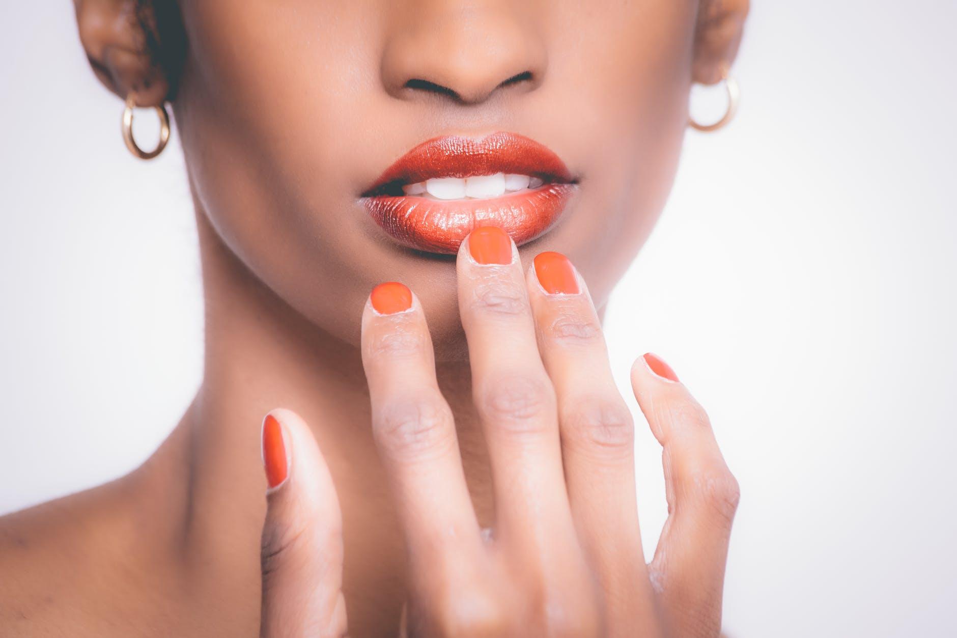 3 conseils pour retirer efficacement son vernis à ongles
