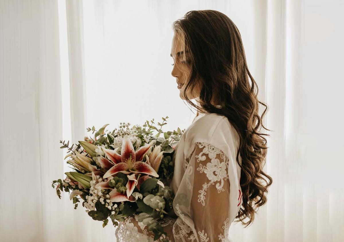 Nos idées coiffures pour vous rendre à un mariage